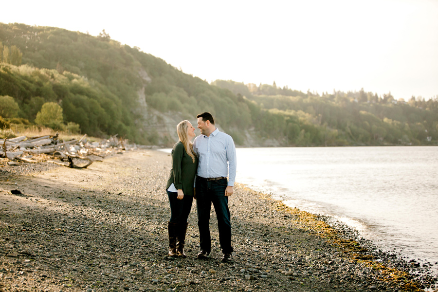 Seattle discovery park engagement session