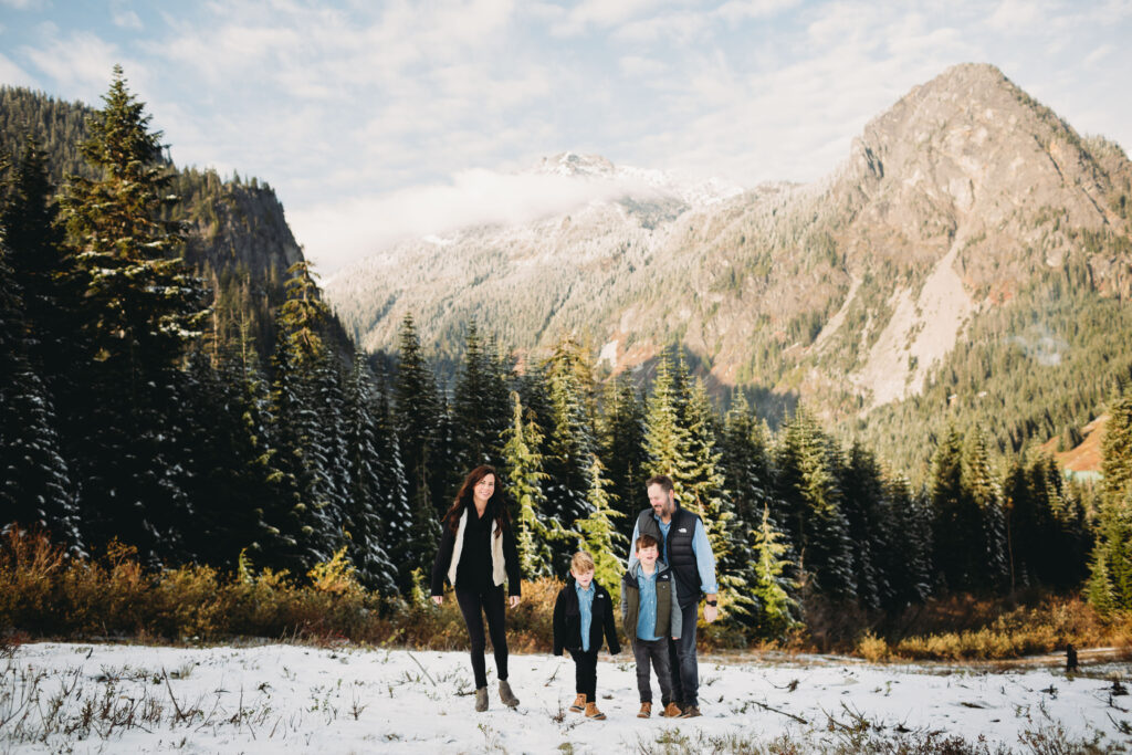 cascade pnw mountain snow family photos