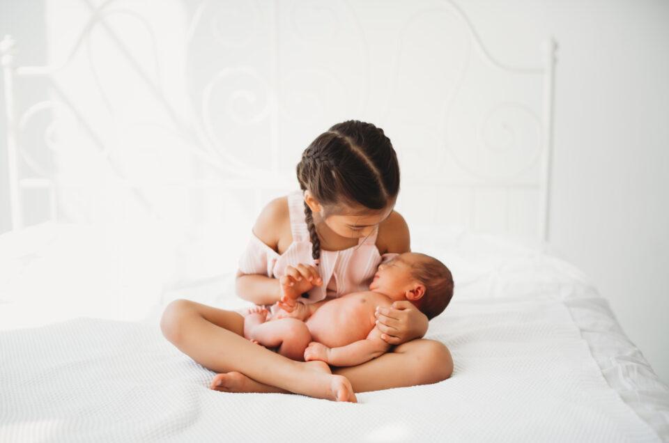 sibling photo newborn session in seattle studio